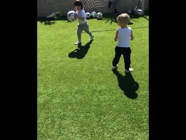 """Sergio Ramos on Instagram: """"Jugar, disfrutar, sonreír. No hace falta tener superpoderes para ser un SuperPapá. Celebra el día del padre y colabora..."""