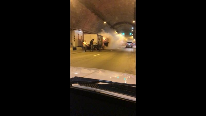 Пожар в Сочи В Мамайском тоннеле сгорела Газель 20 11 17