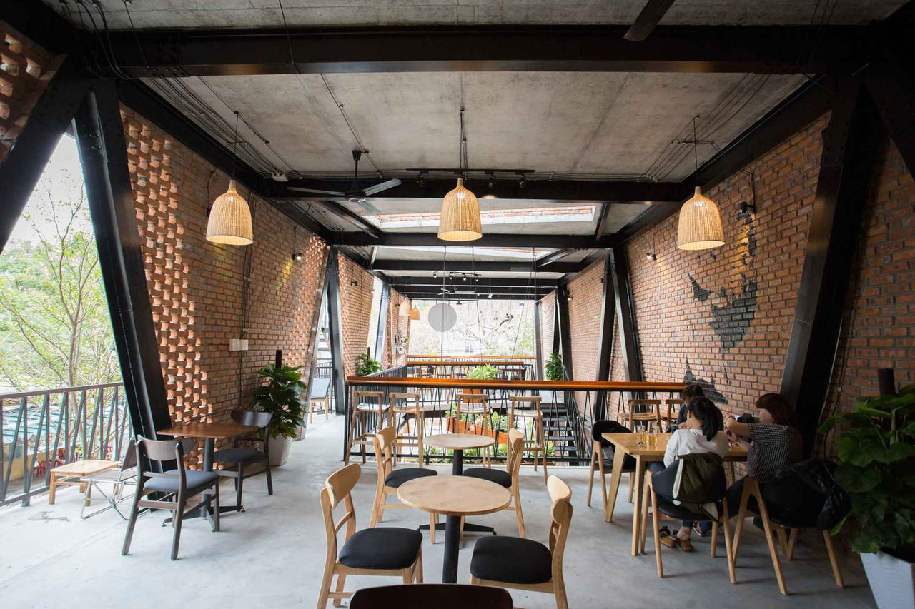 MƯA Coffee Shop / 85 Design
