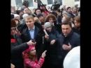 Девочка в розовом показавшая кранты губернатору Подмосковья стала главным героем митинга в Волоколамске