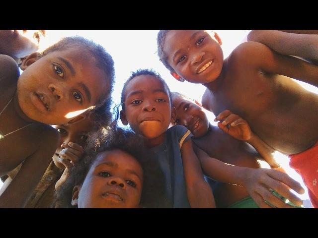 Кладбище где воруют трупы| Нищее детство в пустыне| Мадагаскар| Часть 17
