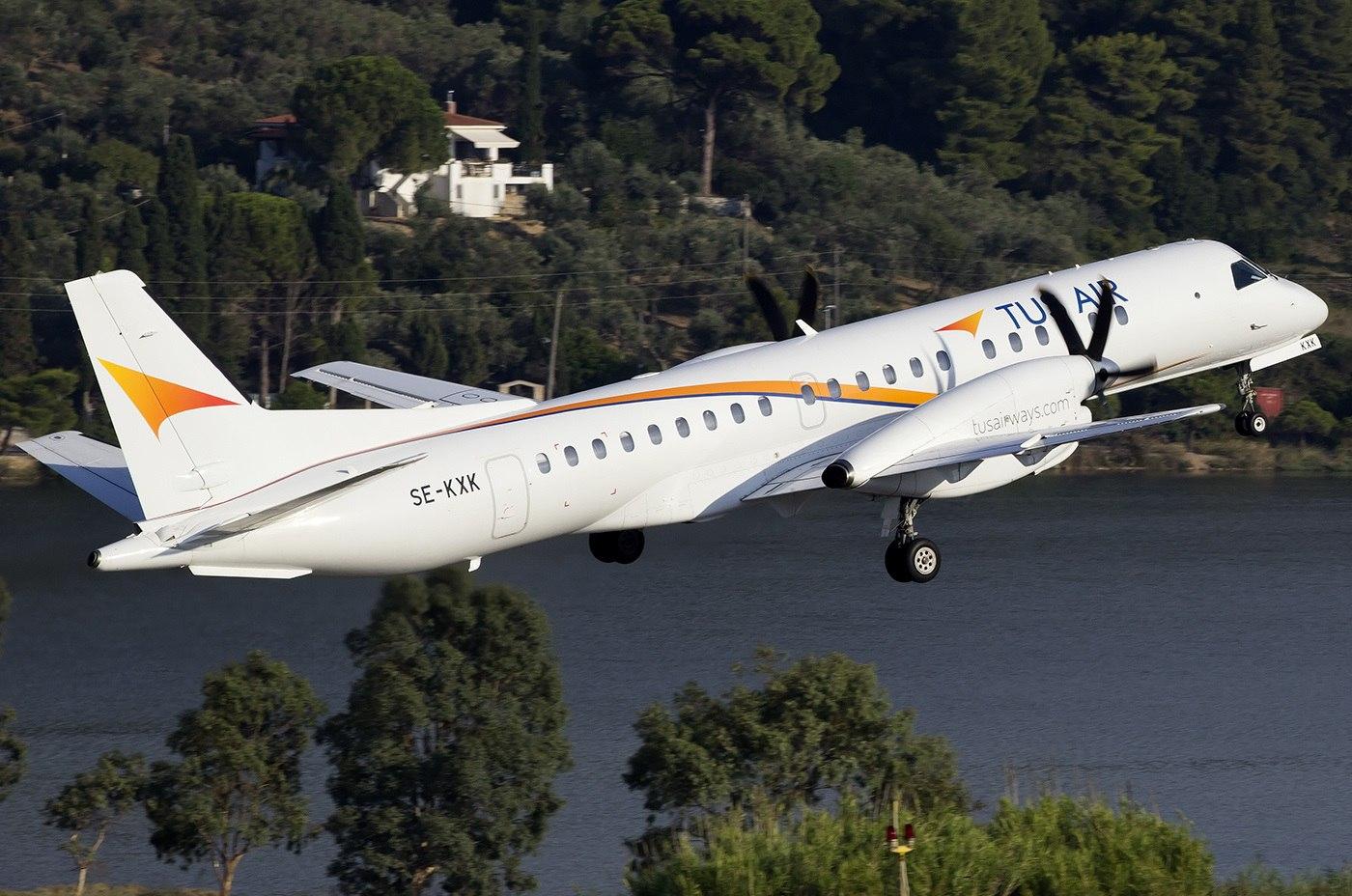 Saab 2000 Tus Airways идет на взлет