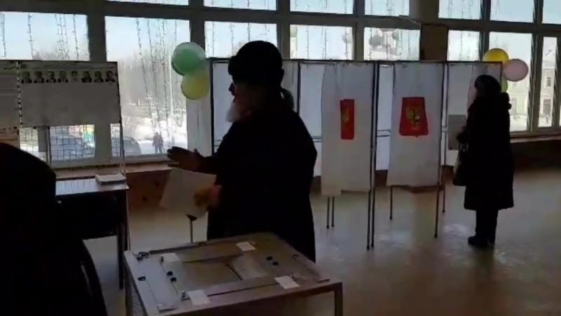 На выборах президента в Ленобласти голосуют священнослужители