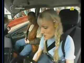"""Авито АВТО. """"Блондинка за рулем учебной машины"""""""