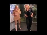Кристина Орбакайте танцует с Аллой Довлатовой.