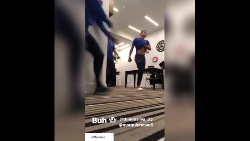 Неймар пугает Силву и Маркиньоса