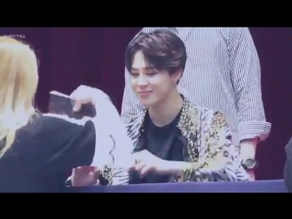 jimins reaction when an army accidentally ignored his high five poor baby