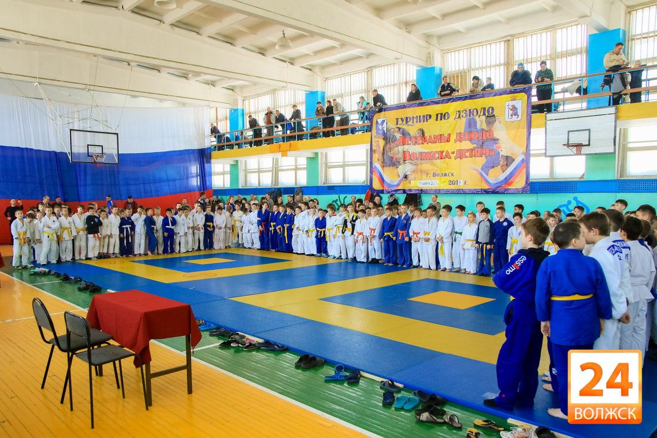 В городском спорткомплексе прошел IV Межрегиональный турнир «Ветераны дзюдо города Волжска – детям».