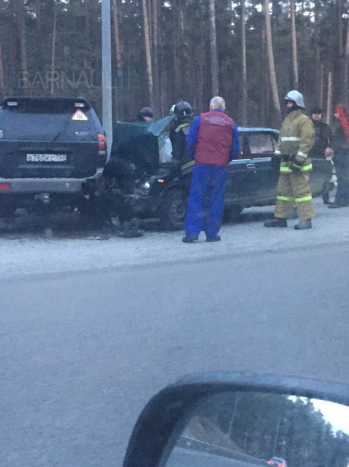 В Барнауле на шоссе Ленточный бор произошла серьёзная авария