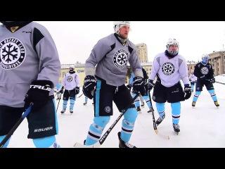 Хоккеисты новосибирской Сибири сменили шайбу на мяч