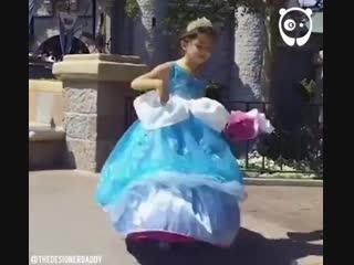 Этот мужчина создает просто невероятные платья для маленьких принцесс