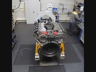 Сборка большого двигателя, интересно от чего он