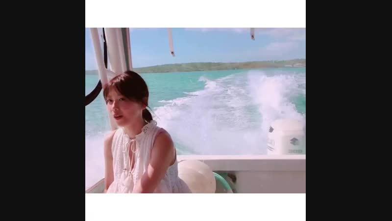 彼女感がすぎる 理佐のボート動画、大反響にお応えして2本目🌷これは少し沖に出たところ🌷見渡す限りのエメラルドグリーンのカリブ海と、真っ青な空と、そしてりっちゃん。キレイなものしか映ってない🌷