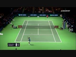 Медведев выиграл 13-й матч в сезоне, вырубив в двух сетах турнира в Роттердаме Вердаско