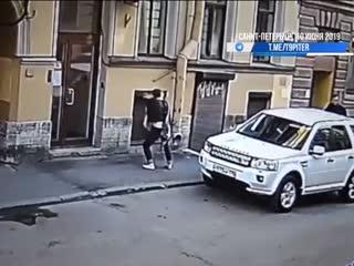 Двухлетняя девочка выпала из окна в центре города СПб