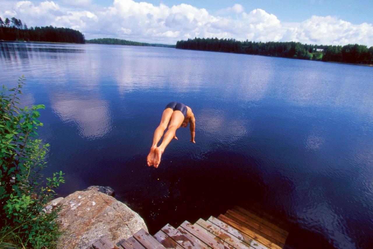 как картинки лето купание в озере интересно, почему