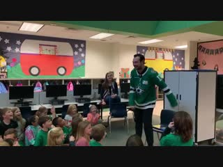 When a room full of kids ask you to floss, you floss! @devinshore