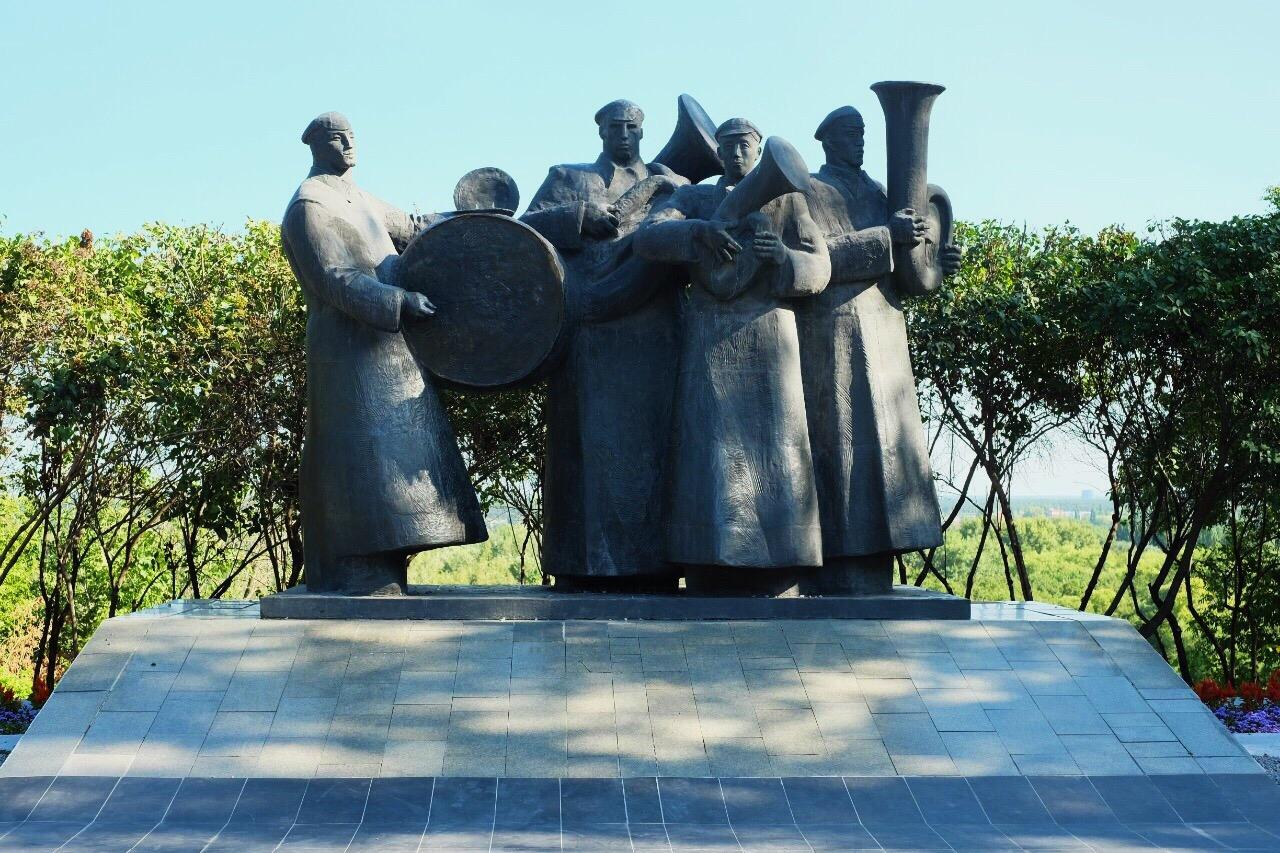 «A Day in the Life» или «Интернационал»: тайны липецкого памятника «Битлам» — Изображение 1