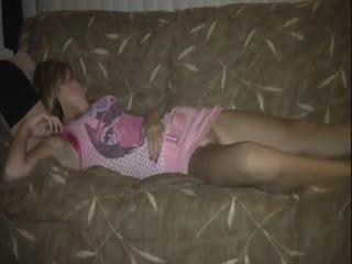 Пьяную суку трахнули спящую блядь спит порно парень секс красивая жесткая ебля трахнул сиськи голая студентка пьяная сквирт
