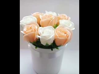 Шляпная коробка с 9 розами из пены