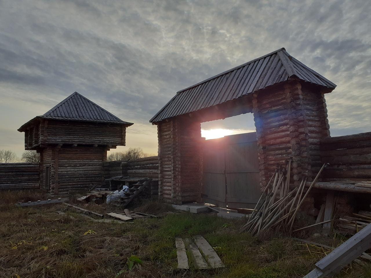 Новгород в октябре. Рюриково Городище. Деревянный город русичей.