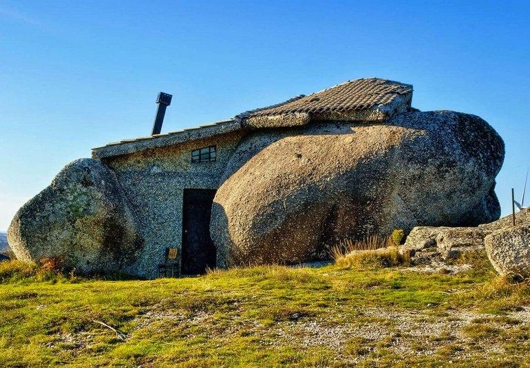 Интересные места нашей планеты Каса Пенедо (Португалия)