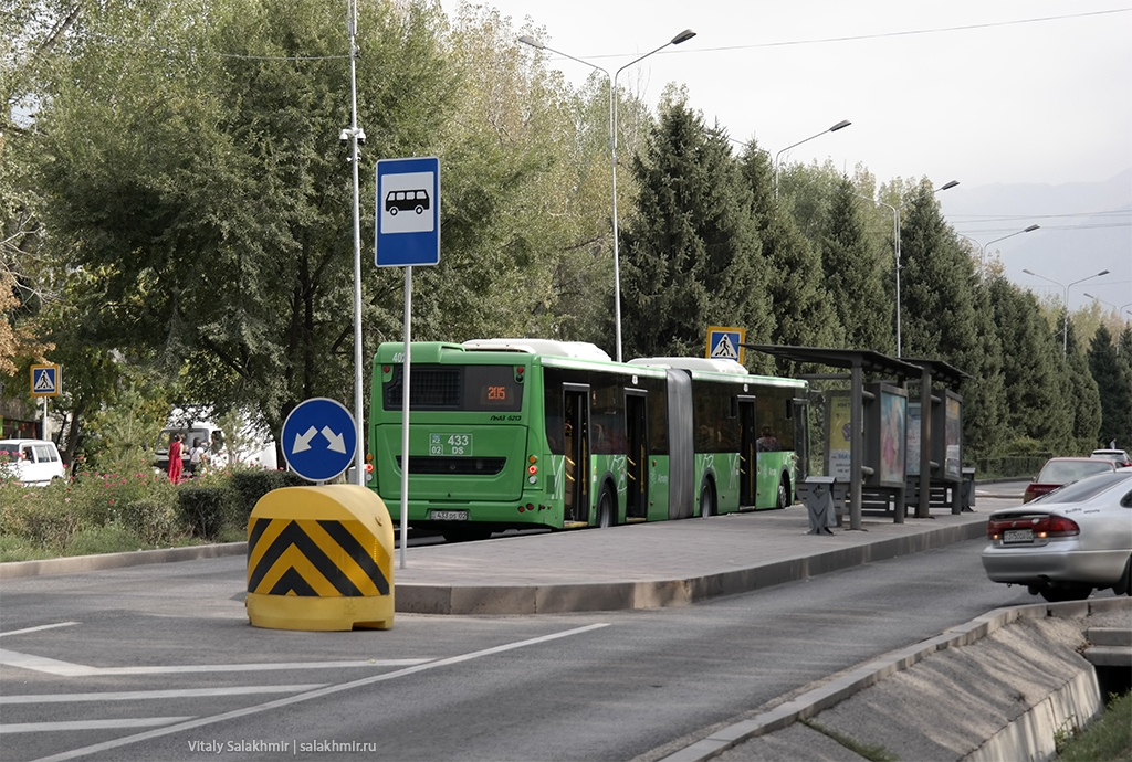 Автобус-гармошка в Алматы, Казахстан 2019