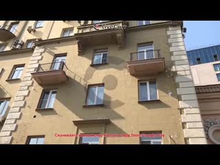 Кусок балкона обрушился на тротуар в центре Москвы