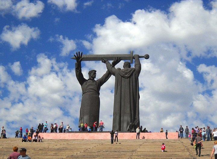 Монумент «Тыл во фронту»