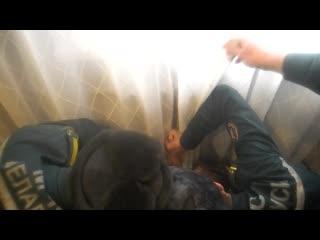 В Гомеле спасатели вытащили руку мальчика, застрявшую в отопительной батарее