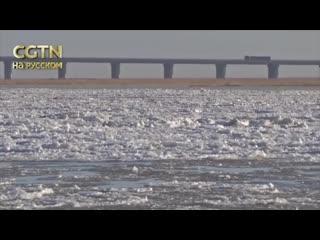 Весенние пейзажи Китай: на реке Хуанхэ во Внутренней Монголии начал таять лед