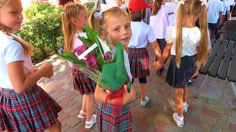 Первый день в школе Саша лучший брат для Насти Школьная линейка 2019 КУДА мы чуть не опоздали ВЛОГ