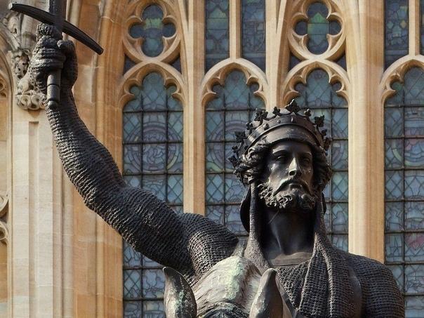 Памятник Ричарду I Львиное Сердце в Лондоне, Великобритания.