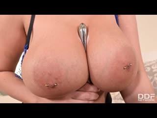 Пышная блондинка дрочит анал и киску 2 вибраторами до оргазма, dildo angel solo sex big tit boob thick milf girl (Hot&Horny)