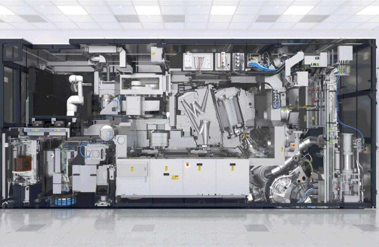 В мире есть несколько «машин цивилизации», а их производитель держит в кулаке весь рынок электроники. Про что речь