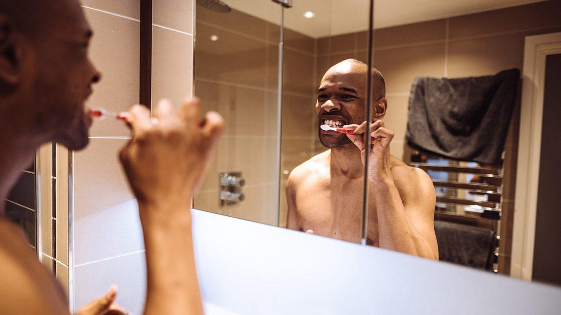 Серые зубы. Варианты лечения серого цвета зубов