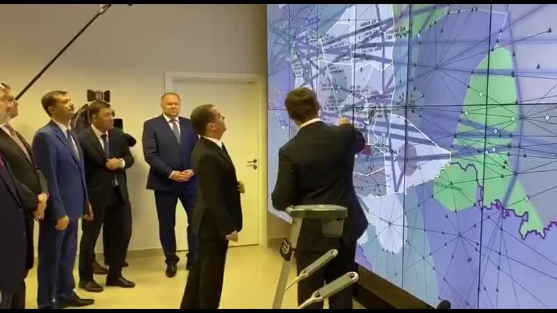 Медведев осматривает Екатеринбургский центр Единой системы организации воздушного движения