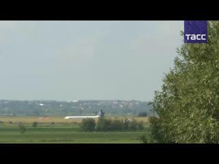 Прямая трансляция из Подмосковья после аварийной посадки Airbus A321