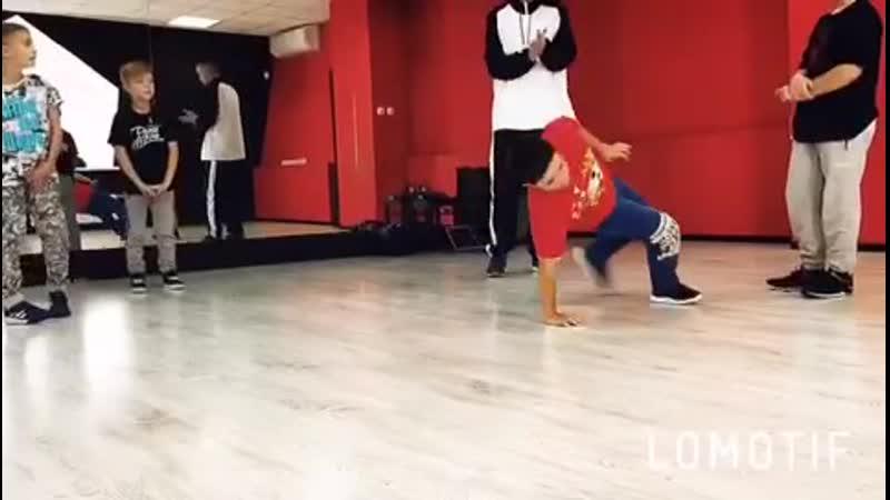 ДЖЕМ в начинающей группе по BREAK DANCE Step Up Dance School