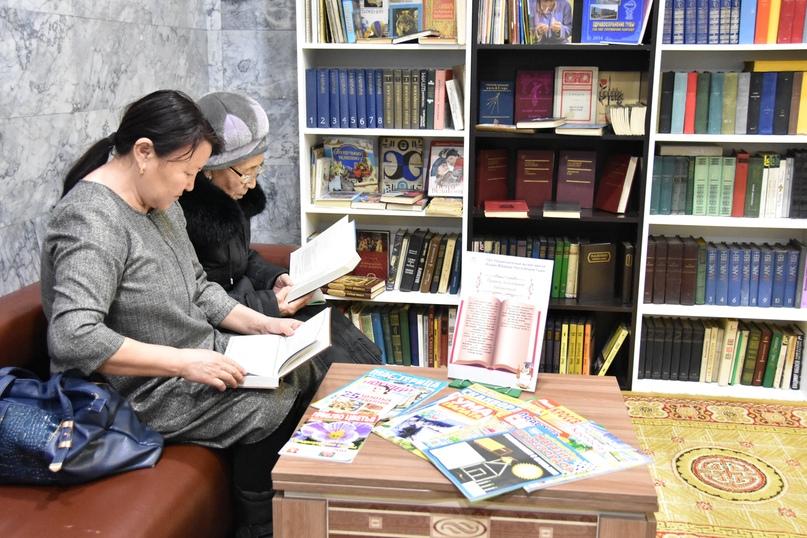 Читатели общественной библиотеки Национального музея