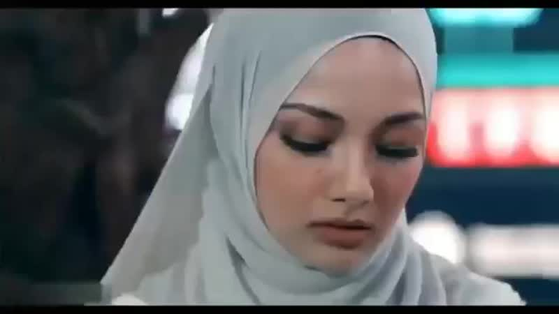 Девушка в хиджабе влюбилась 💏🙈🙈.mp4