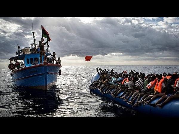 Le Ong salvano i migranti troppo civino a coste libiche secondo Frontex