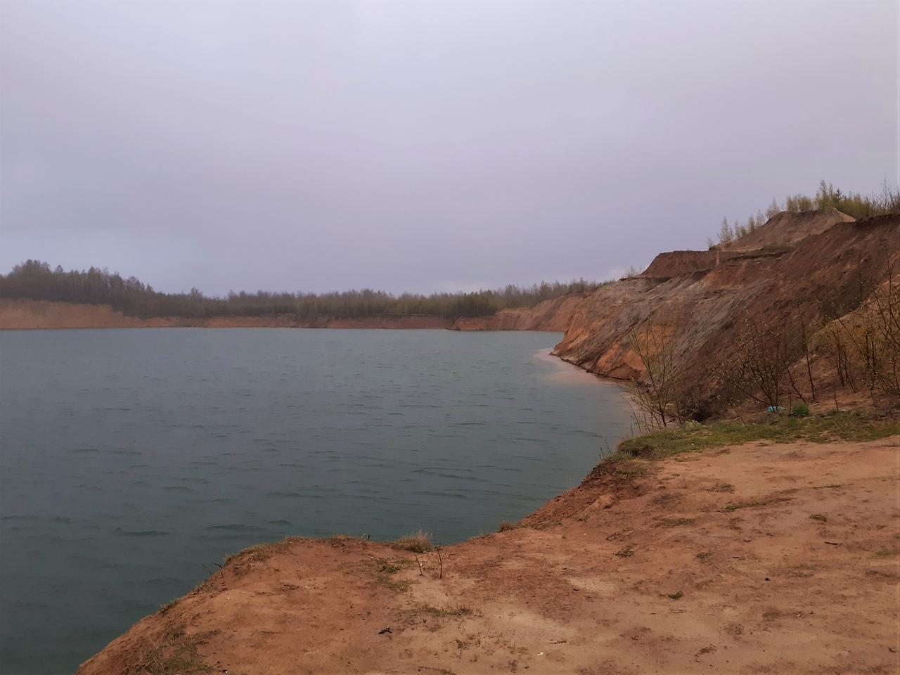 Вечер в Кузьмолово. Карьеры в лесу. Еще одно озеро с изумрудной водой и горными пейзажами.