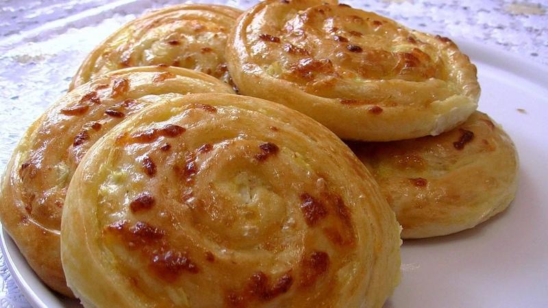 Луковые лепёшки с сыром