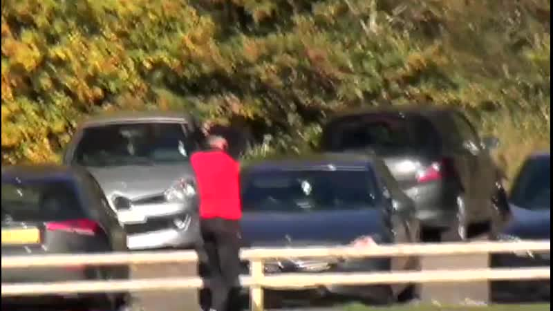 🇬🇧 Везунчик из английского дна пробил за пределы тренировочного поля и разбил свою машину