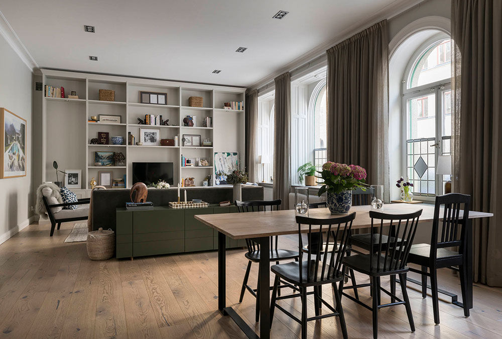 Квартира с роскошными арочными окнами и открытой гостиной в Стокгольме (85 кв.