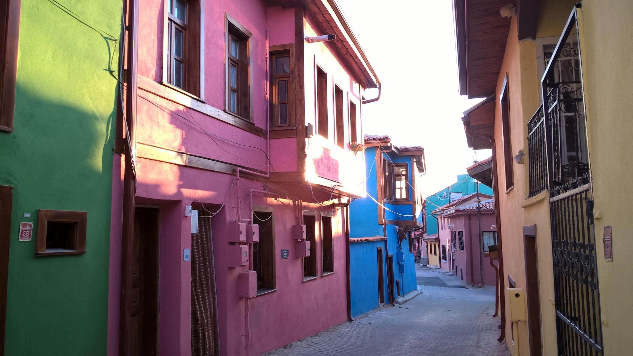 В Эскишехире - разноцветные традиционные дома