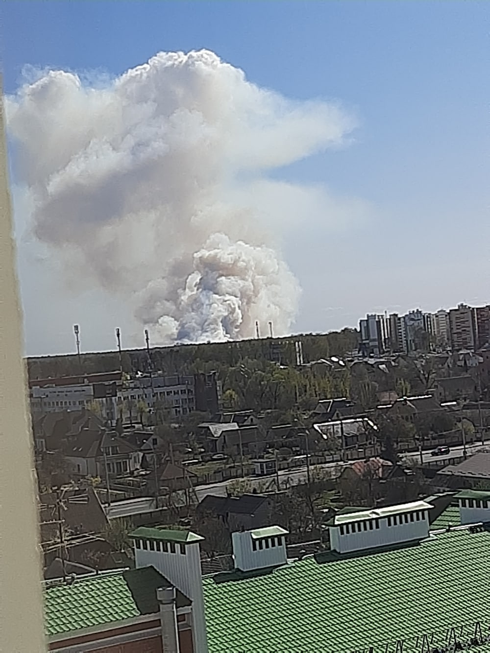 Сильный пожар где-то в районе полигона под Брестом