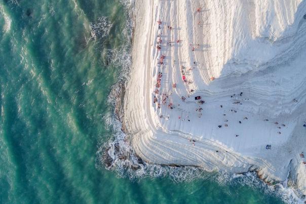 Лестница Турков (Scala dei Turchi необыкновенной красоты скала на берегу Средиземного моря. Она расположена на острове Сицилия в часе езды от Палермо. Фото: Placido