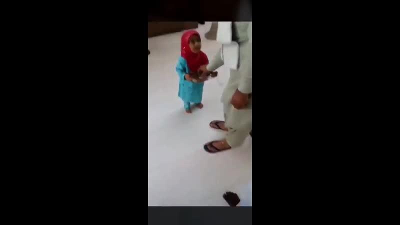 Dès leur plus jeune âge,en Arabie Saoudite et ds bcp de pays musulmans des petites filles sont programmées à servir les hommes
